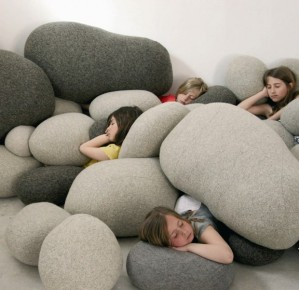 Contemporary-Pebble-Pillow-for-Living-Room-Accessories-Livingstones-Collection-by-Stephanie-Marin-620x601