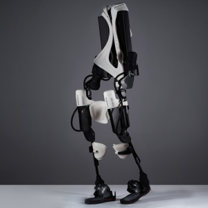 3D-printed-exoskeleton-helps-handicapped-users-walk-again_dezeen_1sq